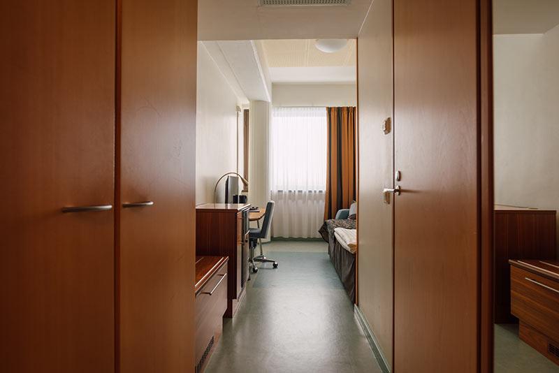 1hengenhuone eteinen hotellikumpu