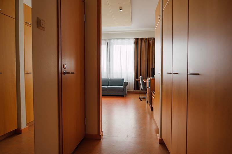 2hengenhuone eteinen hotellikumpu