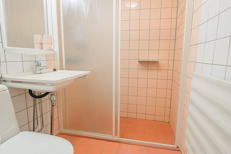 2hengenhuone kylpyhuone hotellikumpu